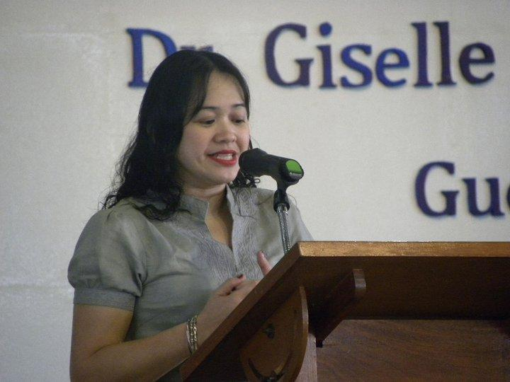 Cynthis Versoza-Canta administers oath to Davao graduates